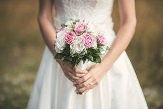 сватбен букет и сватбени аксесоари